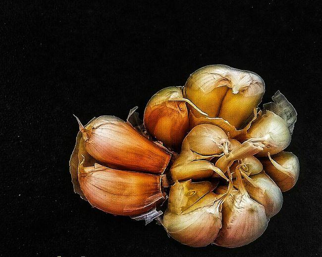 Garlic Bulb Garlic Garlic Clove Garlic Bulbs Black Background No People Studio Shot Food And Drink Healthy Eating Indoors  Close-up Food Day