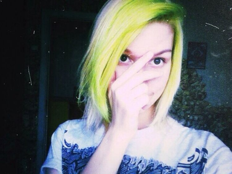 Me Selfie Meow Cute Stupid Girl Green Hair Yellow Hair LOL