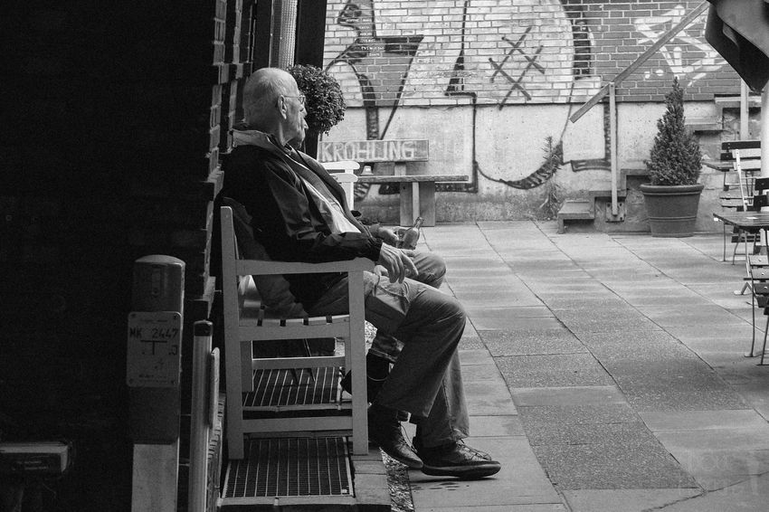 Chilling Streetphotography Streetphoto_bw Street Photography Street Streetphotography_bw Enjoying Life Hanging Out Blackandwhite Relaxing