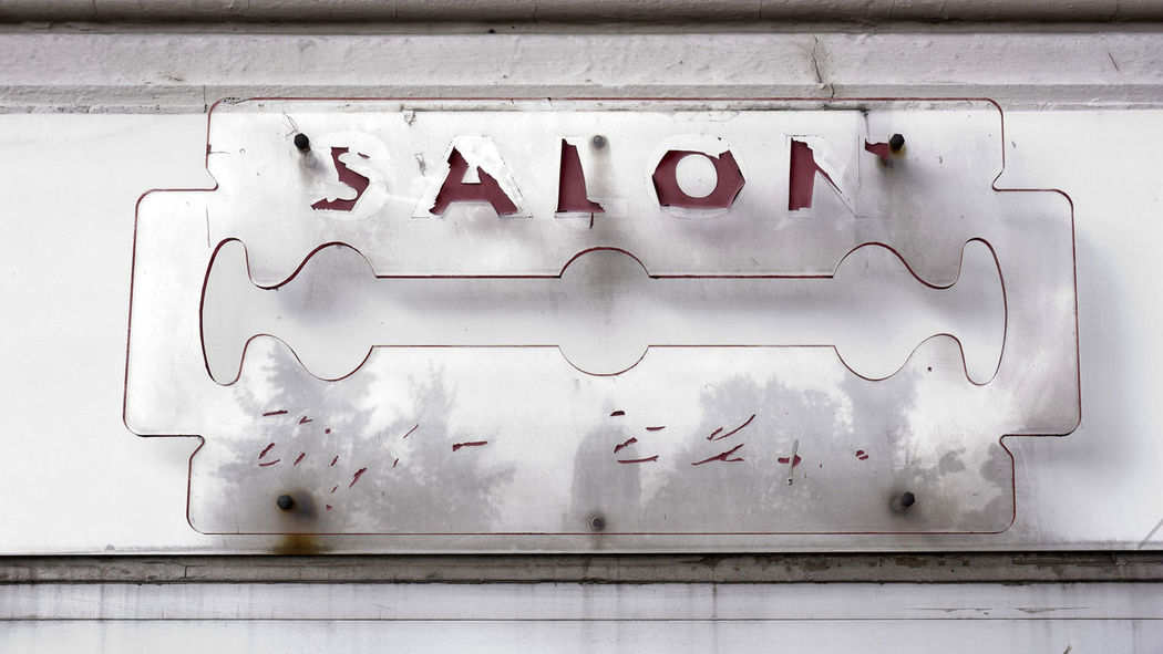 Barbershop Blade City Day Frisiersalon No People Outdoors Rasierklinge Schild Silhouette Vintage White