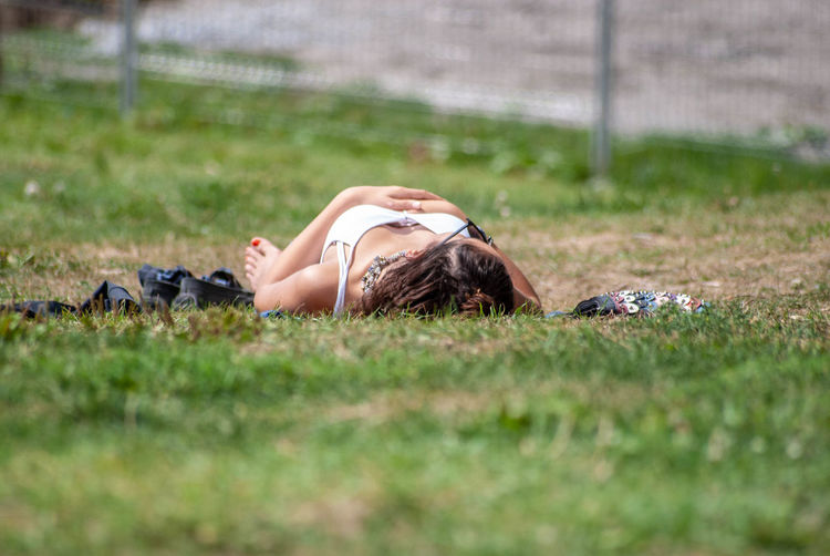 Parc du Mont-Royal Lying Down Grass One Person Real People Selective Focus Young Adult Lifestyles Lying On Back Beautiful Woman Hairstyle Side View Relaxation Land Young Women