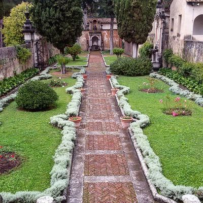 Giardino del Priore - Certosa di San Lorenzo - Padula italy Dafareincampania Igerscampania Igerssalerno Igersitalia Igersoftheday Vallodidiano Monastero Gardens Nature Natural Architecture Simmetry Story Monastery Certosa Certosini Photooftheday Photo Follower @igersitalia @igerscampania @igers_salerno @invasionidigitali @natgeo