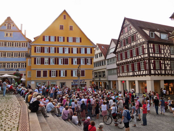 City City Life City Street Crowd Day German Germany Guided Tour Large Group Of People Leisure Activity Lifestyles Listening Mixed Age Range Outdoors Seniors Sitting On Steps Sitting Outside Stairs Standing Around Timber Framed House Tourism Travel Destinations