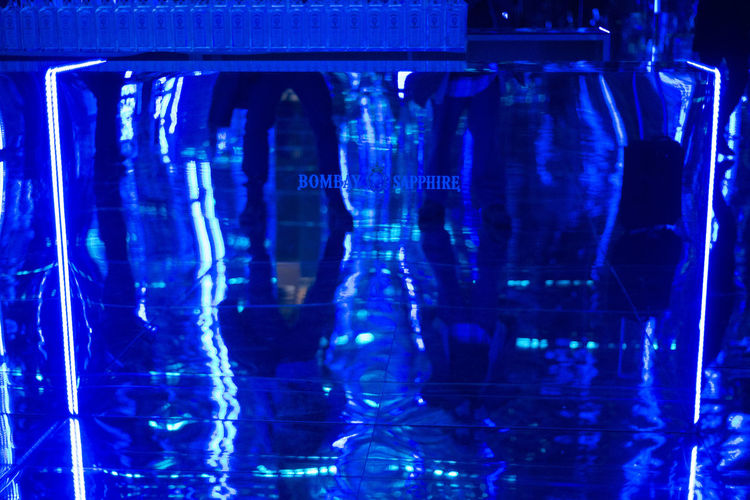 The Art Room at the The Bombay Sapphire kissing room at MBFW 2016 Madrid, Spain. Blue Bombay Sapphire Editorial  Ifema Light Mbfw Mirrors The Art Room