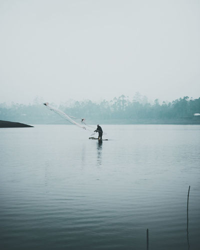 fishing Fisherman Fishermen Water Leak Minimalist Photography  Moody Weather Moody Nature Moodygrams Work EyeEm Selects Moody Moodyphotography Cinematic Water Paddleboarding Full Length Oar Silhouette Sky