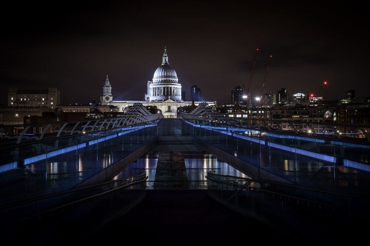 St Pauls Cathedral. Even at 2am on a sunday pekple were crossing the bridge. Not normally an issue but this bridge bounces! Night Cityscape City Illuminated Travel Destinations Architecture Urban Skyline Landscape Outdoors Sky No People Canon Streetphotography River Canonuk Water @canonuk Canon5D City London Photographynews Canon5dmarkiv Photo24 Liveforthestory Dome