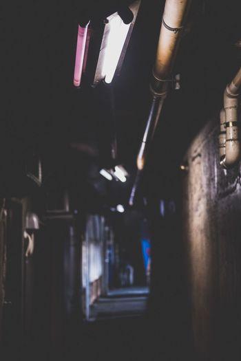 東京散歩 蛍光灯 路地