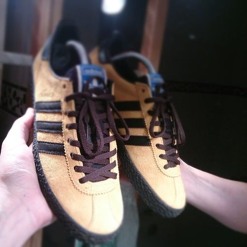 Laced up the Adidasjamaica with there brown pair of spare laces.. (all holes up👌) Think it gives them a more vintage look but Black is more for me..Secondlineofholeslacesup Ramon085