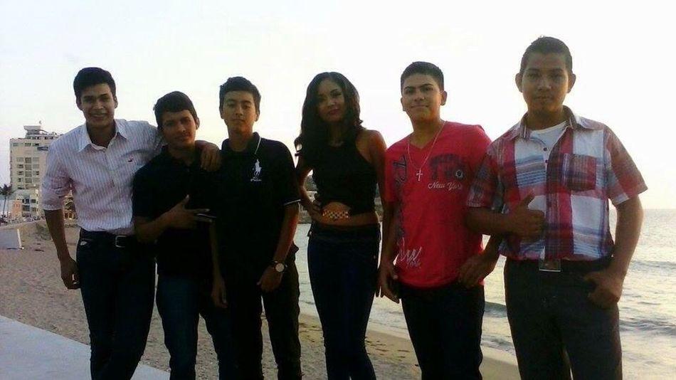 Enjoy with friends 👌