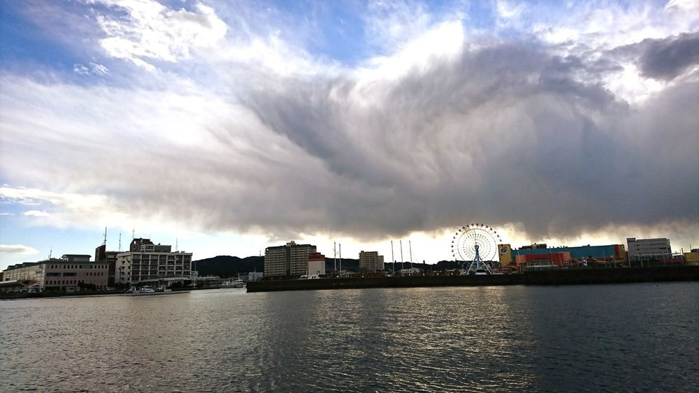 Cloud - Sky Cityscape Sky Water City Outdoors Urban Skyline Architecture No People Sunset Day Building Exterior Harbor Nature 港 清水港 雲 波