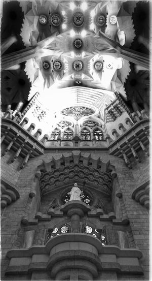Sacrada Familia Antoni Gaudí Antonigaudi Barcelona Kunst Oder Kitsch? Barcelonalove Architecture Travel Destinations Architecture_collection Archilovers Architectureporn Bnw_collection Bnw_captures Blackandwhite