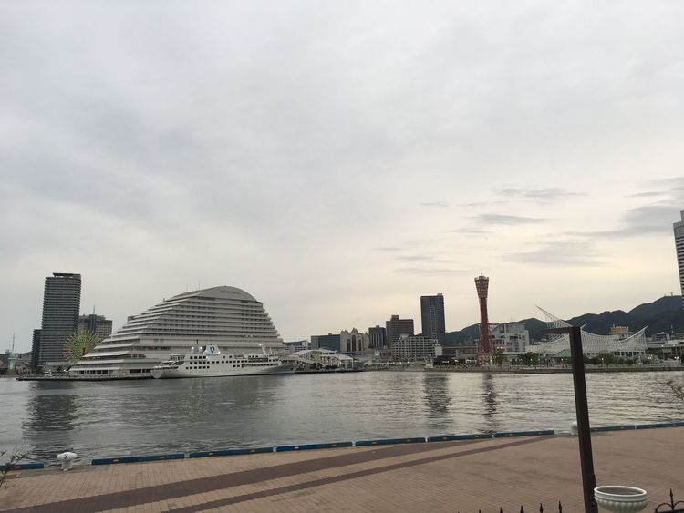 Hyogo,japan Red Tower Port Tower Cloudy Sky 神戸港 Port Sea Side Kobe Architecture Built Structure Water Sky City Building Exterior Cloud - Sky No People
