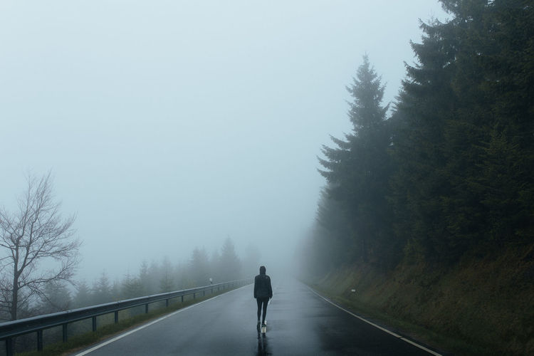 Alone Fog Foggy Mist Misty Nature Nature Photography Nature_collection Naturelovers Person Rain Rainy Days Single Street Trees Walk Perspectives On Nature Shades Of Winter