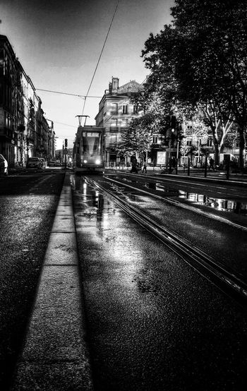 Le tram sifflera 3 fois...ou pas Street Photography Streetphoto_bw AMPt - Street Shades Of Grey B&w Street Photography
