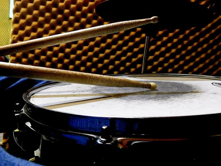 Arts Culture And Entertainment Bateriaacustica Close-up Day Drum Kit Drumstick Indoors  Music Musical Equipment Musical Instrument Musical Instrument String My First Eyem Photo No People