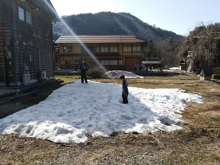 Special_spot_ Amazingplaces JapanAdventure Hung_around TravelJapan Walk_leisurely Japan_daytime_view JapanHoliday Wonderful_places Beautifulplaces Explorejapan Japantrip Beauty Of Nature Beauty In Nature Nature Enjoying Life EyeEmNewHere SHIRAKAWAGO JAPAN Shirakawago Gifu Gifu_japan🇯🇵 Childhood Memories Children Playing Japan Scenery Bluesky Snow Architecture Building Exterior Built Structure Sky Residential Building