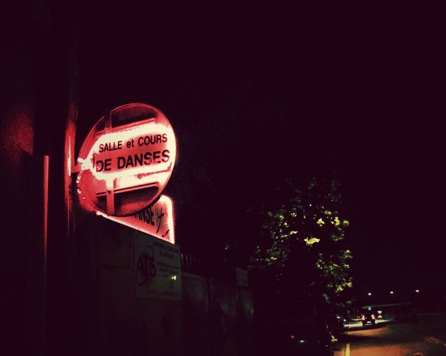 Enseigne Text Western Script Communication Night Illuminated Sign No People Copy Space Low Angle View Sky Red Neon Information Nature Tree Architecture Building Exterior Capital Letter Outdoors Single Word