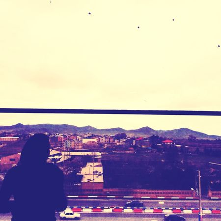 Me in the frame of the best photographer's camera ... IPadography Sky Window Mountains Road