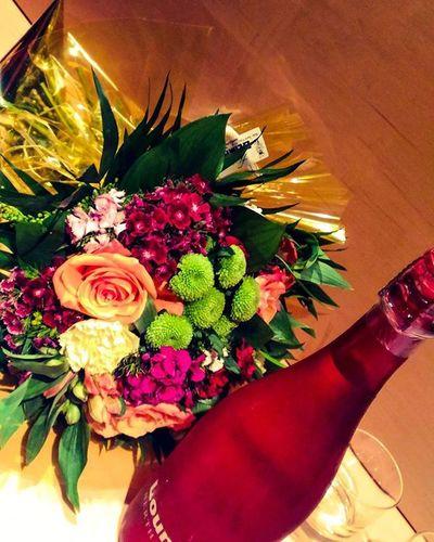 Наконец-то цветочки!Романтическое свидание началось...😍😘❤💜💗