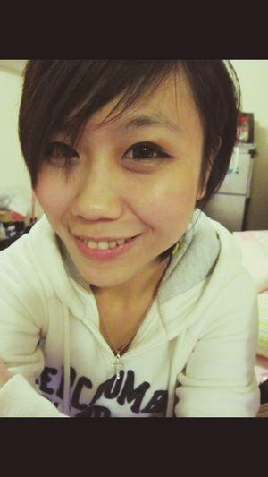 最近常常想到以前的事,包括我的短髮。 Hello World Relaxing Hi! That's Me 哈比151