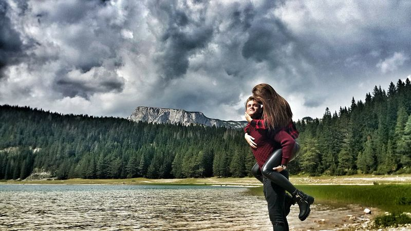 Couplegoals Couple In Love Beauty In Nature Mountain Enjoyment Cloudy Lifestyles Nature Lovehim 😚 ParejaPerfecta Miamor couplesphotography