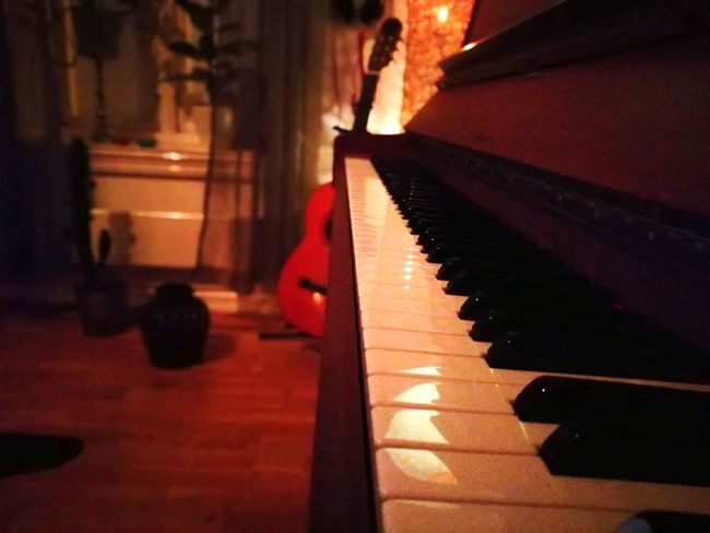 Music is life Piano Musical Instrument Piano Key Indoors  Melody No People Close-up Tickletheivories Music Tune Musical Equipment Jamming Norway🇳🇴 Oslo, Norway Oslo East Music Is My Life Musical Instruments Piano Keys Pianolover Piano Moments Piano🎶 Piano Music Guitar Guitarporn Guitars