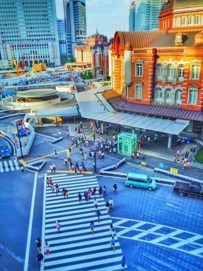 V formation walk KITTE Tokyo Station Enjoying Life Olympus Om-d E-m10 People