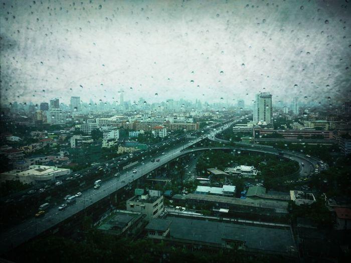 ฝนตกทางนี้ หนาวถึงคนทางโน้นหรือเปล่า... ทิปโก้ พระราม 6 มุมเดิม Thailand