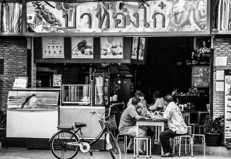 Bicycle Cafe Food And Drink Lifestyles Men People Restaurant Sitting Street Streetphotography Table ข้างทางยามเย็น ปาท่องโก๋
