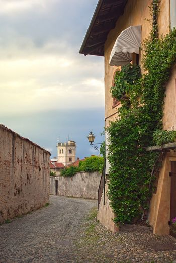 Architecture History Building Exterior Outdoors Day Built Structure Antic City Stone Road Wall Summer Landscape House Travel Tourism Saluzzo  Italy Destination Sky
