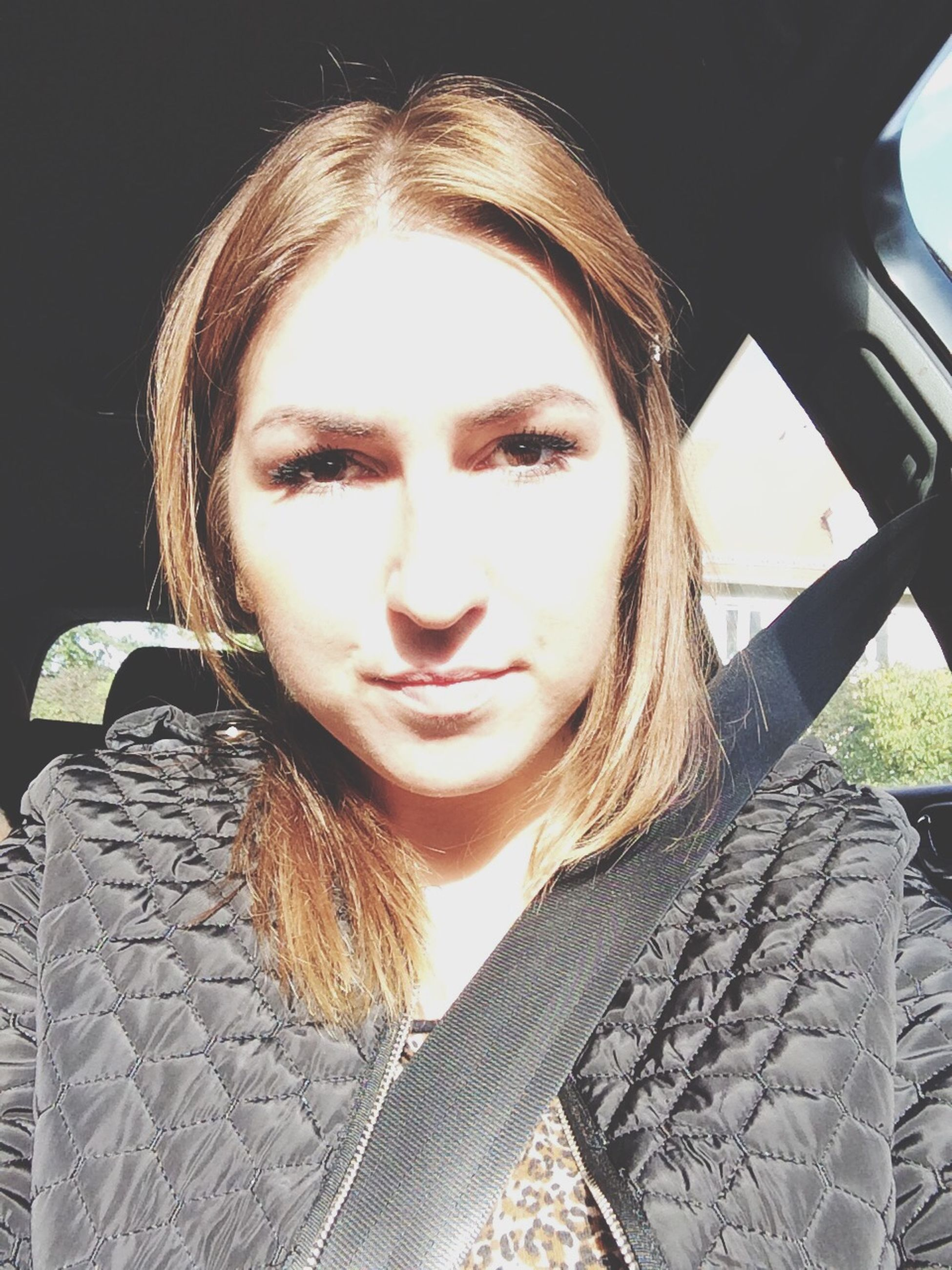 young adult, portrait, looking at camera, young women, lifestyles, person, headshot, leisure activity, front view, casual clothing, long hair, transportation, head and shoulders, close-up, sunlight, smiling, car