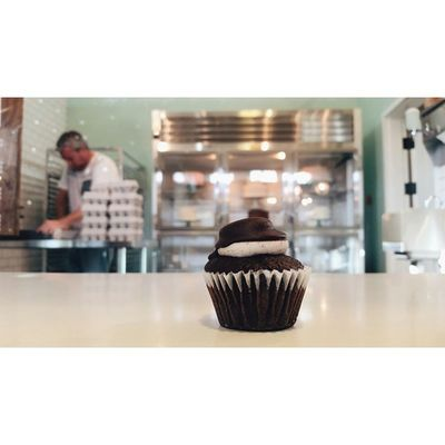 I finally have my all-time favorite Enjoy cupcake: the Dipped Oreo. Foodie Santabarbarapublicmarket Santabarbara dessert treats oreo chocolate