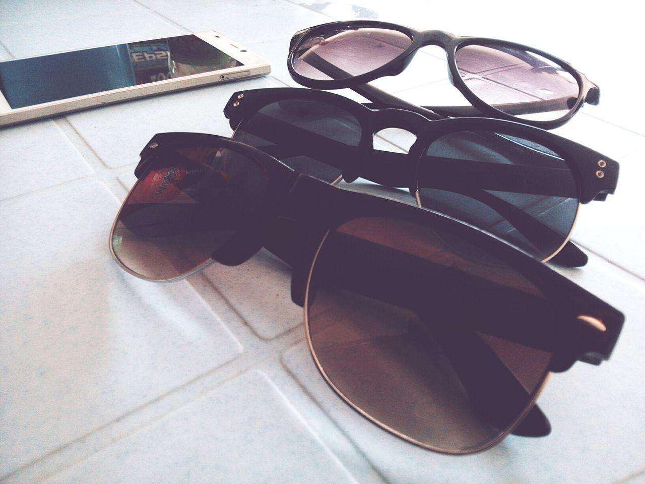 sunglasses, eyeglasses, still life, eyewear, table, no people, high angle view, eyesight, indoors, close-up, day