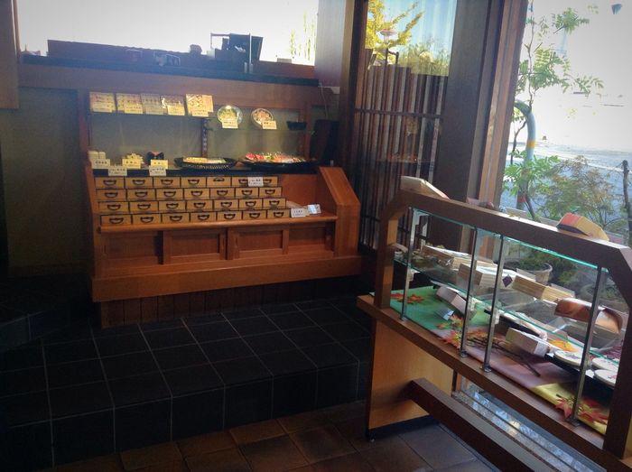 京都・奈良へ研修旅行に行ってきました!たくさん写真を撮ってきたので、これから1日に2、3枚のペースで上げていきます!(入笠山のときと同じ感じです) Kyoto Kyoto,japan Japan Japanese  Japan Photography 甘春堂 Kyoto, Japan At Kyoto Confectionery Japanese Confectionery