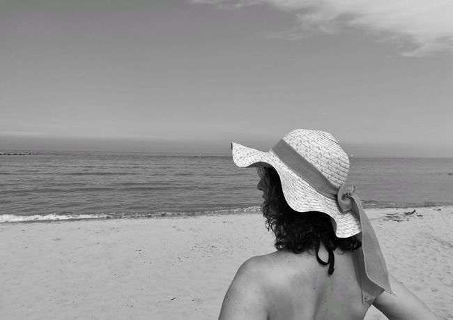 Black And White Black And White Photos Sunscreen Is Important Sun Glasses Profile Of Woman Woman In A Hat Woman Profile Straw Hat Hat Water Young Women Sea Beach Swimming Sand Summer Women Sky Horizon Over Water Seascape Beach Holiday Bikini Sun Hat
