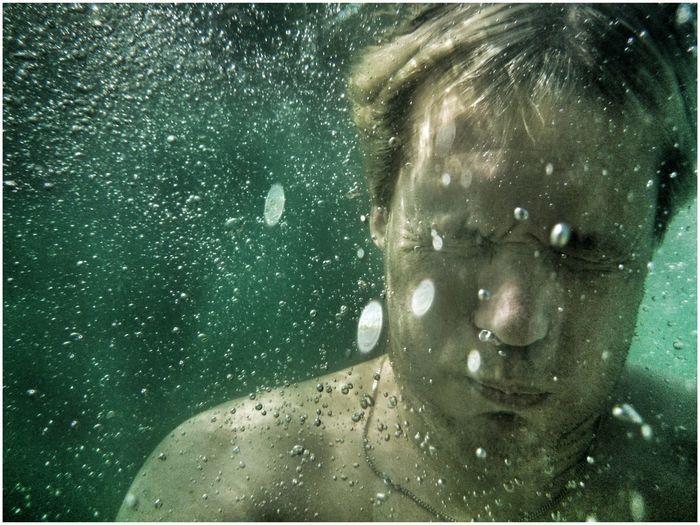 Premiere baignade. Eau à 16 degré ? Selfportrait That's Me Swimming The Portraitist - 2014 EyeEm Awards
