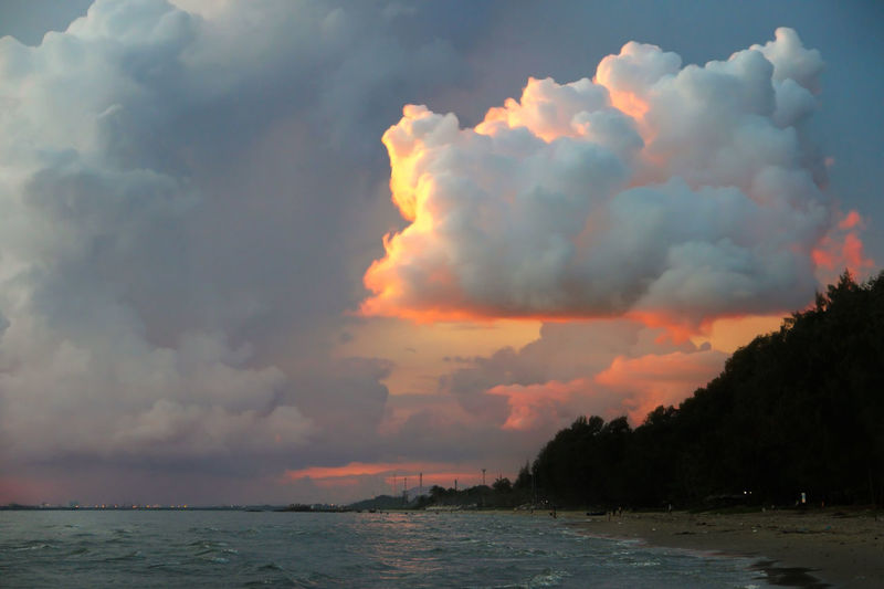 Big cloud. Beauty In Nature Cloud Cloud - Sky Cloudy Dramatic Sky Landscape Mountain Mountain View Mountains And Sky Nature No People Orange Color Outdoors Sea And Sky Sky Thailand Thailand Veiw Tree Water Creative Space