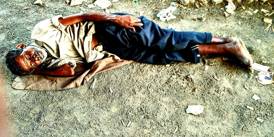 Senior Adult One Senior Man Only Lying Down High Angle View Real People Street Human Body Part Hardworker Street Photography Streetsleep Naturephotography Outdoors Low Section Eyeemedits Peace Help Hardwor HardWorkPaysOff