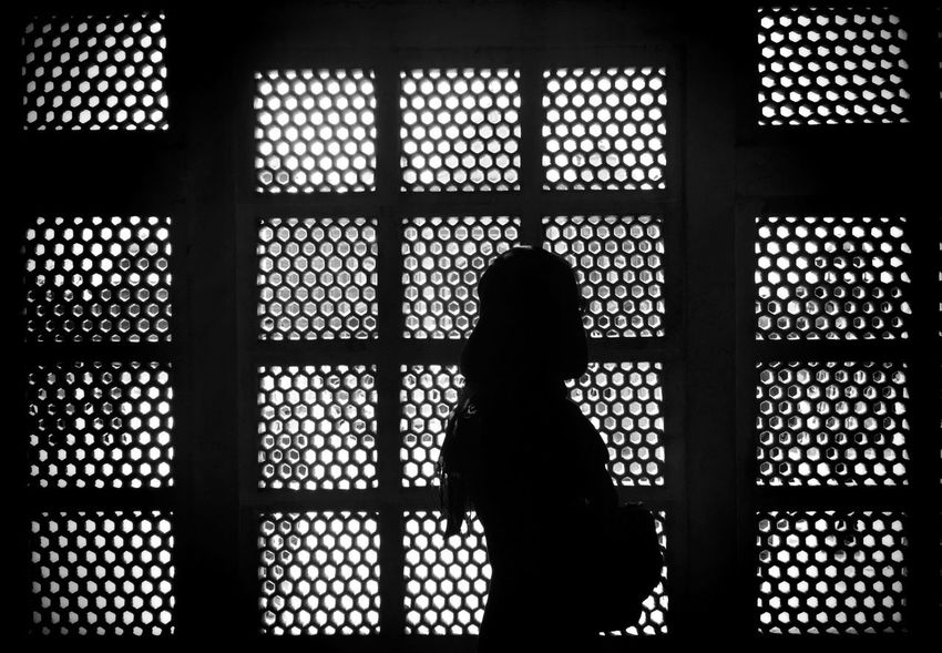 Taj Mahal India Blackandwhite Agra Hole EyeEm Never Will Give Me A Prize For This Shot, But It's Pretty Cool For Me! Blackandwhite Photography B&W Portrait