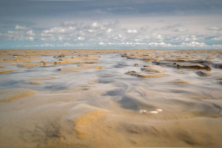 Scenic view of sea against sky wattmeer