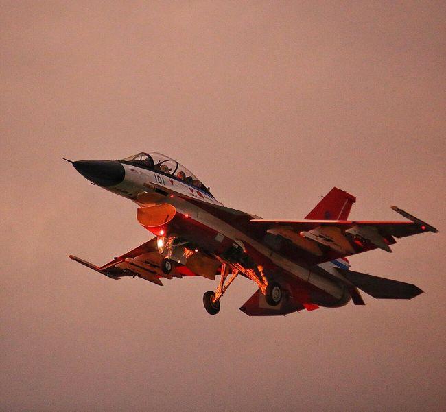 夕焼け戦闘機