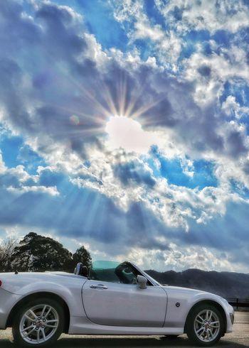 ドライブ 山 EyeEm Mazda EyeEmBestPics マツダ サイクリング Mx5 雲 空 Space EyeEm Gallery Japan Photography Japan Nature EyeEm Best Shots Nature_collection 日差し Blue Car Stationary Sunlight Sky Cloud - Sky Astronomy Sunbeam Sky Only Car Roof Car Point Of View Shining