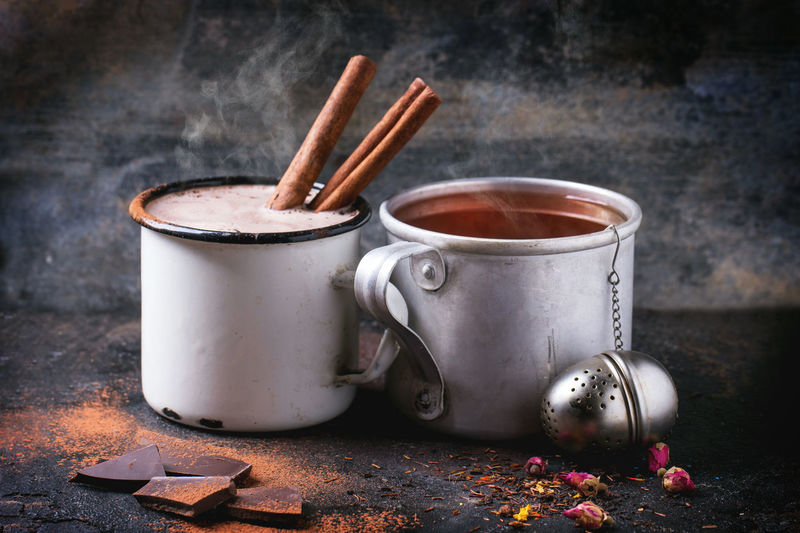 Mugs with tea and hot chocolate
