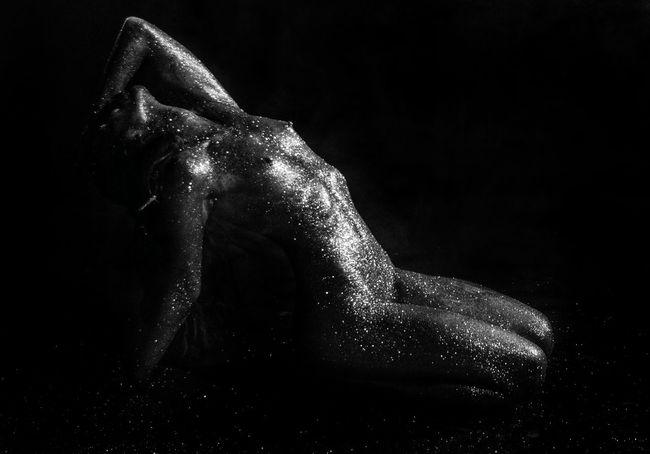 Blackandwhite Photography EyeEm Selects Human Hand Talcum Powder Black Background Studio Shot Muscular Build Spraying The Human Body Shower Close-up
