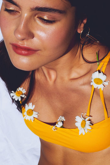 EyeEmNewHere This Is My Skin WeekOnEyeEm Adult Beautiful Woman Beauty In Nature Close-up Flower Flowering Plant Front View Hairstyle Headshot Jewelry Leisure Activity Lifestyles Midsection Necklace One Person Plant Portrait Real People Women Young Adult Young Women