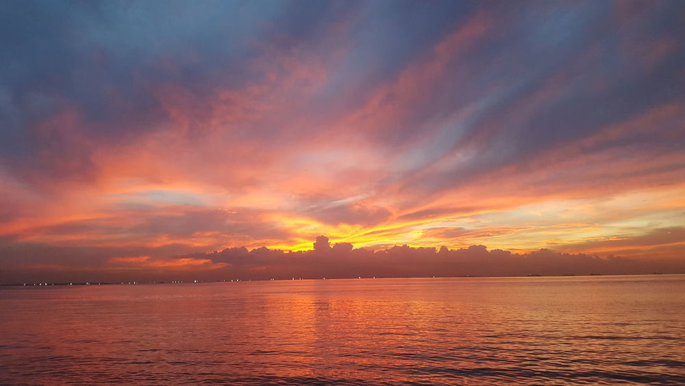 Was an absolutely stunning sunset this evening 😍 Sunset Dramatic Sky Sea Landscape Orange Color Nature Cloud - Sky Scenics Tranquility Beauty In Nature Horizon Over Water Cityscapes City Life Manila, Philippines For Anyone Whos Interested From My Point Of View Because 🌟i🌟can😛 Travel Destinations Photography Is My Escape From Reality! Different Cultures Samsung Galaxy S6 Edge Stunning_shots Stunning Sunset Eyeem Philippines