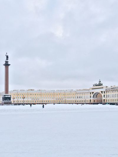 Alexander column and general staff building at palace square against sky