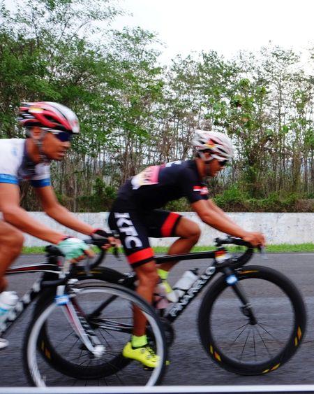 INDONESIA Sentulsircuit Cycling EyeEm Indonesia Cyclingphoto Sports Photography Photobydeca Bitc Race jeprat jepret dari mobil