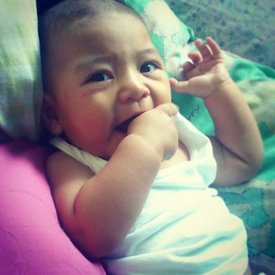 Woke up early and saw this cutie patootie next to me. And hey, look who's enjoying his thumbsucking experience. ♥ Earlytitaduties Zxiankieffer