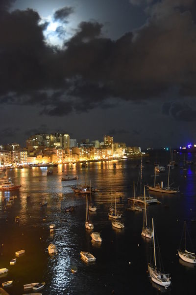 Beleuchtung Malta Meer Nachthimmel, Wolkenhimmel Architecture Boote Building Exterior Built Structure City Cityscape Illuminated Meerblick Moored Nature Nautical Vessel Night No People Outdoors Reflection Sky Water